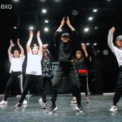 我真的不会做视频,就简单接一下,我宝宝们多看看自己!!我可能是个男老师,哈哈@嘉禾舞社国贸店 #权志龙##舞蹈##韩国舞蹈#😬😬😬
