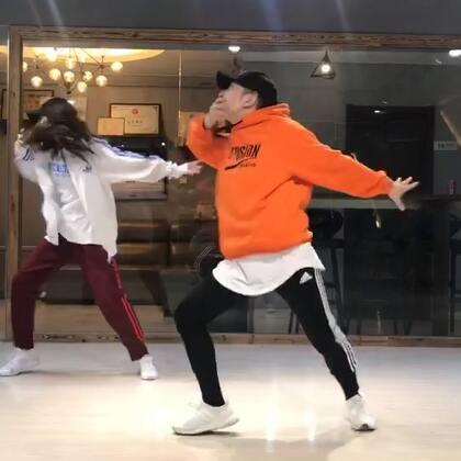 #舞蹈# 晨哥@vincent晨 的编舞 很帅 只学了一部分 先po出来一段练习视频