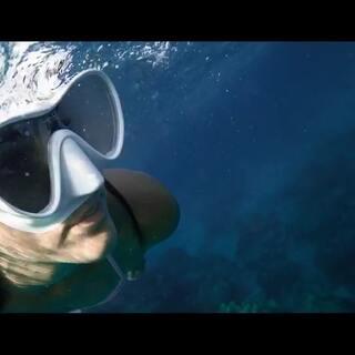 当美图V6掉到海里,会发生什么?美图手机X西班牙潜水达人Rosapld!!这一次,带着美图V6,带着你探索泰国的神秘海域!