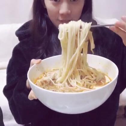 这个视频发出来U乐国际娱乐就开始啦✌️✌️小小秦后面把豆腐全部吃光光了😂😂#宝宝##吃秀吃播##全民吃货拍#