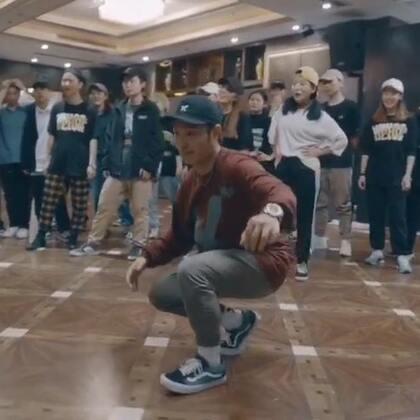 #大师集结Vol.3#第四站,国内一线Hiphop舞者,来自上海X Crew-小奇老师🔥🔥@小奇Lil'Qi 课堂solo视频,音乐🎵Migos,Lil Uzi Vert-Bad and Boujee👏👏吸引了众多舞者来交流💃💫💫感谢大家每一位Dancer的支持!!