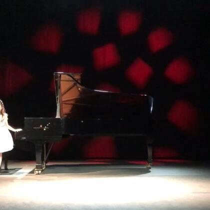舒伯特的F小调音乐瞬间Op.94 No.3,AMEB七级,RCM九级。这是明年三月全国比赛的指定曲目之一,还没做最后的精细加工,刚调整完踏板,目前处于每天慢练一遍的状态。受邀在位于罗马的世界第二繁忙的音乐厅Auditorium Parco della Musica的其中一个小厅演出,表现基本符合她的水准。#音乐##钢琴##八岁#
