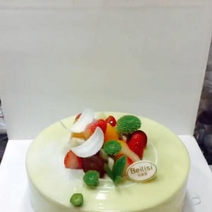 #美食##甜品##美食作业#录了三个蛋糕,评论告诉我你们喜欢哪一个😘😘