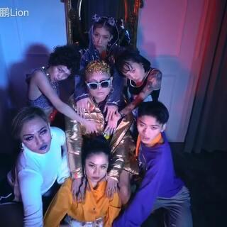 #爱舞蹈爱生活##舞蹈达人##街舞hiphop#@💗TI_桃子_Veran💗 @TI-明哲@TI官方舞蹈MDV @北京T.I舞蹈工作室 @$花戴珊$ 我的最新编舞今日上线,最近大火的歌曲Lemon-Rihanna 继续做自己 keep it real!!🍋🍋🍋🤴🏼🤴🏼🤴🏼