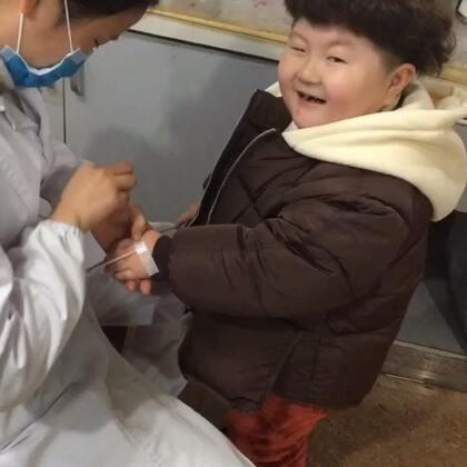 #宝宝#从郑州回来就感冒了这几天太冷了,去医院看见护士就让给他打针说自己头疼生病了😂