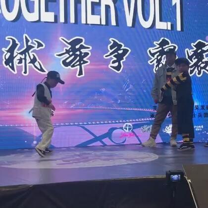 #popping##少儿街舞#徒弟俊俊比赛视频.进步啦!😃