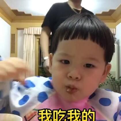 #宝宝##吃秀#在爷爷奶奶家吃美了~后面他爸抢镜头还翻白眼🙄~😂