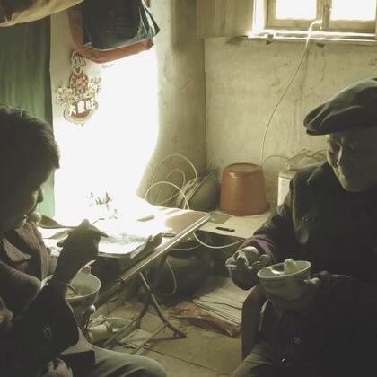 冬至到,仙游的传统就是吃汤圆,寓意团团圆圆,我们自制汤圆没有内馅儿,以芝麻花生为料,口感香糯,点赞➕转发➕关注➕评论抽两个送视频里自制的芝麻花生糖粉#吃秀##美食##乡间美食#我们一家人的日常在@葫芦狗大人。