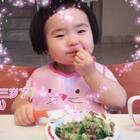 吃着吃着她三岁了。(上集)#可爱吃货小萌妞##吃货小蛮#