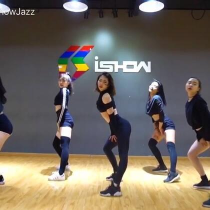 《Touch》,may j lee编舞,今天带大家一起跳一支小性感超舒服的舞😍。我的元旦特训马上要开始啦,大家抓紧时间报名,详情见美拍置顶海报,咨询电话13770971242~#舞蹈##爵士舞##南京ishow#