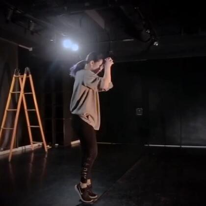 高直小公举的编舞视频! @高高直直+ 已经太久没有看到小公举自己的编舞咯 ! 天天喊着想看公举跳舞的人们在哪里! #嘉禾舞社##舞蹈#