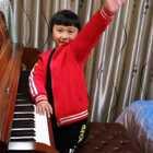天爱六岁零三个月演奏克列门蒂《名手之道》No.16&17. 这两首练习曲比较特别,要在24个大小调上全部跑一遍,分别练习右手和左手,要弹均匀非常困难。天爱右手基本均匀,左手就不行了,再努力吧!发这个视频留作纪念!#音乐##小小钢琴家##热门#@美拍小助手