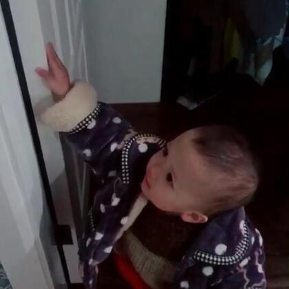 #宝宝#😭六宝真的很懂事,天天提醒我们关灯,关门,还有东西从哪里拿了一定要我们放回原位,或者自己拿回原位。😂忽略我乱七八糟的衣帽间。