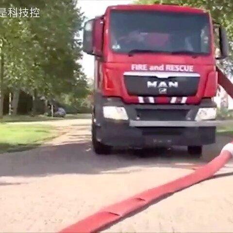 【我是科技控美拍】德国消防车满是黑科技,真的无话...