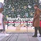 不是等,也不走!就在这里,只为重新遇见你。祝大家生蛋快乐,幸幸福福。@橙子Joey 宝宝们快来发现不一样的橙子哦#平安夜##圣诞##我要上热门#