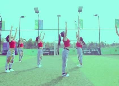 #舞蹈#【回忆杀之175导师团队】夏天拍的视频室外温度37°😱当时真的是好热😂#郑州175舞蹈培训#但是,现在再看看,就觉得很值。舞蹈也是一样,希望每一位爱好者,在自己遇到困难时,能继续坚持下去。#一起麋鹿舞#