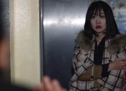漂亮女老板电梯里,遭老光棍员工不雅行为!#疯狂于小源#