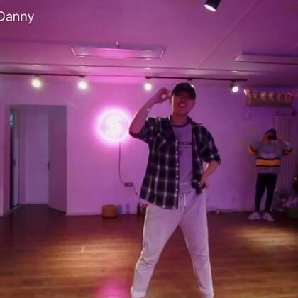 第一次#编舞#中文歌,每次听到这首歌都能想到我们的点点滴滴!#特别的人#送给你,也送给我!想说的话在歌词里!@TI-明哲 #舞蹈#