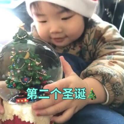 #日常##宝宝##圣诞快乐#阿米莉的第二个圣诞节 不知道这个小礼物她喜不喜欢 哈哈哈哈哈哈😂