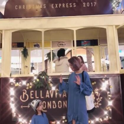 超萌的親子裝😍不過我還是無法回答哪買,因為你們還連不上啊😭總之當欣賞先囉!我愛你們!聖誕快樂喔! #宝宝##穿秀##我的美拍blingbling#