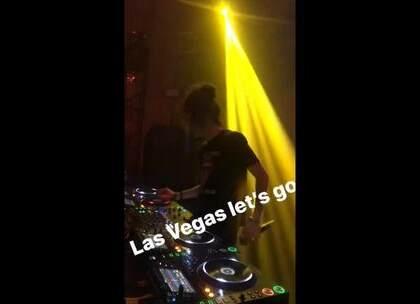 有LA的朋友在吗? 💀💀 我们在RVLTN 4周年 b2b @PartyThieves!一起嗨起来!🔥🔥 #夜店##电音##DJ#