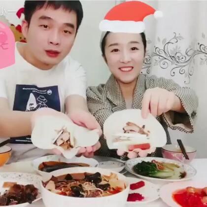 #吃秀#[一休觅食记3⃣️]圣诞节虽然没有火鸡,但是我们有烤鸭呀!特别的酥脆~祝大家圣诞节快乐!今晚你们吃的什么?可以告诉我们噢!🎄关注+点赞评论 抽3个宝贝送圣诞口红💄