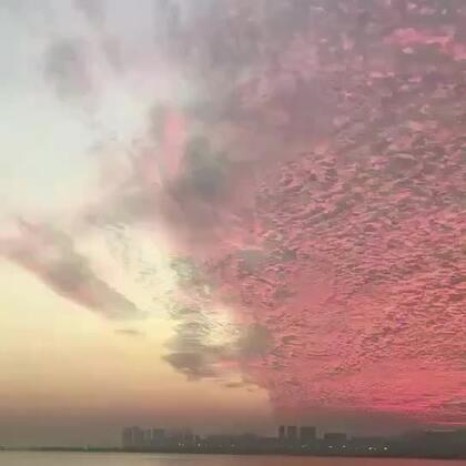 嗨咯,宝贝们,今天KIKI要分享一个超美的天空视频 快期待,未完待续的惊喜😏