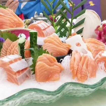 #今天吃这个##美食#渔情未了~三文鱼刺身😘😘😘