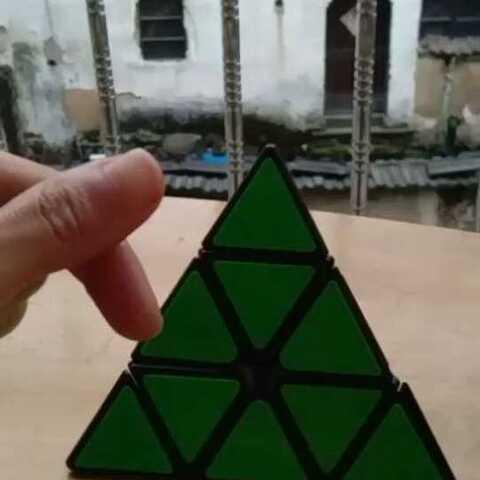 三角魔方还原教程1,今天可能还会更一个视频,我会就是