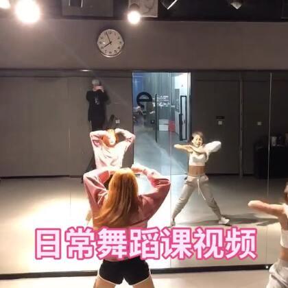 这周末应该没有成品舞蹈发布,所以发个课堂练习给大家过过瘾💃🏻和我Mei一起@IDeG_Meimei #舞蹈##我要上热门#@美拍小助手 @舞蹈频道官方账号 狂野又帅气,不知道你们喜不喜欢??