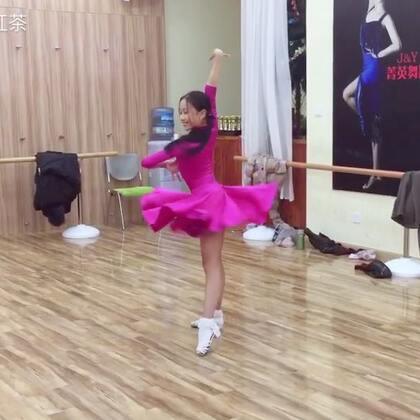 有点小感觉了,喜欢💓💓#舞蹈##拉丁舞#@🌸歪歪🌸 @蜜蜜밀밀👄💄💅🏻