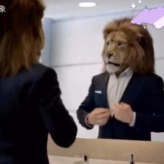 奔驰为S级拍的这个广告创意太棒了,主角竟然是一头狮子,不对,应该是一位狮子!它是森林之王,又会和奔驰新S级演绎出什么样的故事呢?快来一起看看吧!#创意广告#