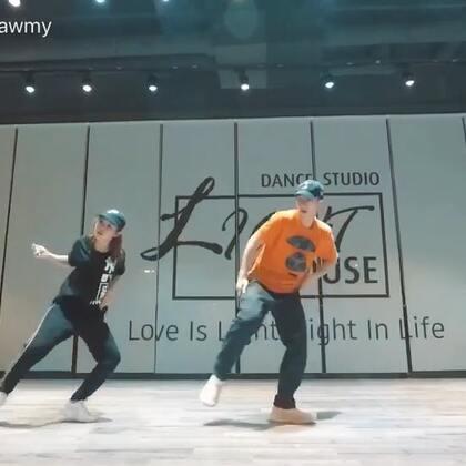 帅帅地来上@林嘉伟Lam 老师的课 要不要支持一下💃💃#我要上热门##舞蹈#@·LightHouse·