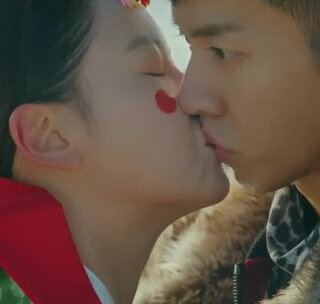 陈善美&孙悟空 kiss cut,没想到猴你竟然还噘嘴了……#扑通扑通的小心跳##花游记##韩剧#