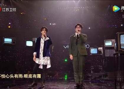 薛之谦和毛不易在跨年上合唱《消愁》,好听!💘