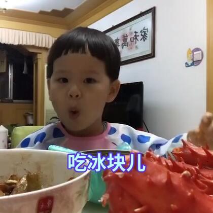 #宝宝##吃冰#泡泡今天也来了一个吃冰。哈哈。元旦快乐各位朋友。❤你们~