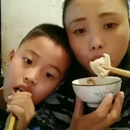 #吃饺子#大家2018年好啊,我们今天吃饺子了,宝宝们吃了吗,爱你们😘😘