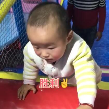 #宝宝成长记录#11M21d虽然还不会走,但是爬真的是溜溜的,第一次带他来玩,一点都不怕生