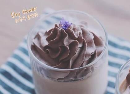 自己调出来的奶茶做成奶冻,想必味道一定很棒棒吧~平时总爱去星爸爸喝一杯,但是自从学会这个方子之后,感觉比星爸爸的饮料还赞!😍冬天快过去啦,赶紧学起来~#美食##我要上热门##甜品#