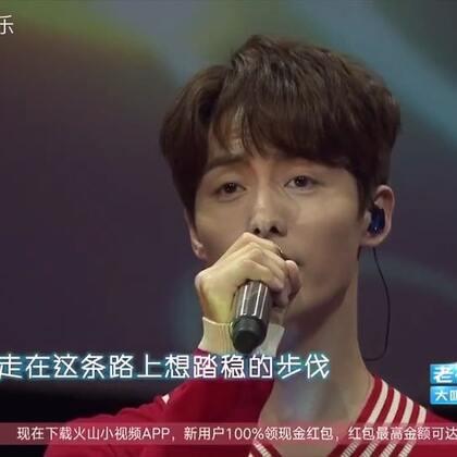 马天宇在跨年上献唱《我只在乎你》《手花》,嗓音好暖!❤