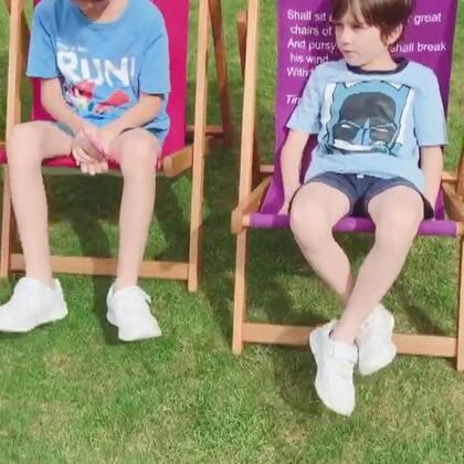 #中英混血兄弟##2017暑假生活##童年的时光# 从新整理视频😜