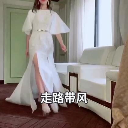 #高颜值##走路带风##自拍#谢谢宝宝们疯狂点赞我最近的搞笑视频,大家夸我的裙子好漂亮,当天帮一个设计师走秀去了,给大家看看我裙子的正面哦😊