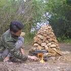 #美食##我要上热门#农村小伙花了2个小时做窑子,烹制出来的野食,金黄金黄的!