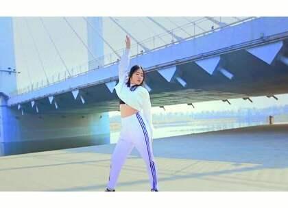 #舞蹈# 这个定格画面好美 @175惠子 原创编舞 #郑州175舞蹈培训# 音乐:张靓颖 — 【第七感】 #躺舞大赛#下方评论有彩蛋哦