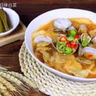 肚子饿的时候,发现家里食材不多,还想美美的吃一顿,那就试试这碗辣白菜面片汤吧!只要动动手,不仅填饱肚子,还能绝对得到满足哦!#美食##地方美食##辣白菜#