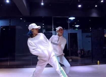 #megasoul dance studio#👍👍入耳的歌,入脑的编排!我们元旦提升课程的双导师@Spades.Chilli辣椒 @Ultra。 😍😍帅到飞起啊!!!喜欢的话期待一下我们的寒假特训吧!!!