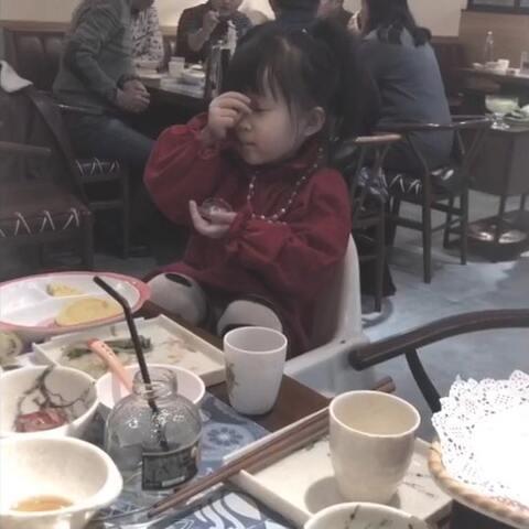 【熙熙熙小七美拍】这是别人帮我看娃的开心场面 根...