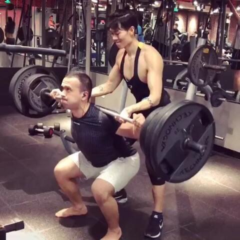 【王浩然-美拍】好久没发健身视频啦,今天来个绝...