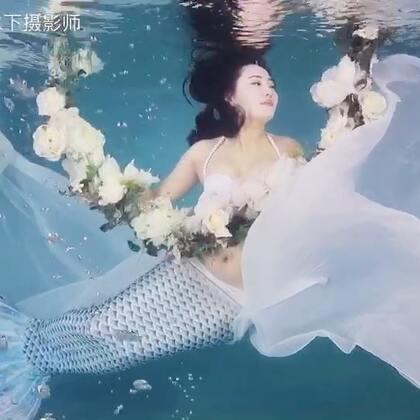 完全不会游泳的妹纸,我教完后飘的还不错,赞一个鼓励下妹纸#水下摄影##美人鱼##游泳#