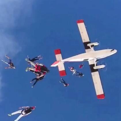 极速熊猫跳伞团队2017年度总结混剪,全是我们队员自己参与的活动哦~相信观众老爷们不会只看一遍😜